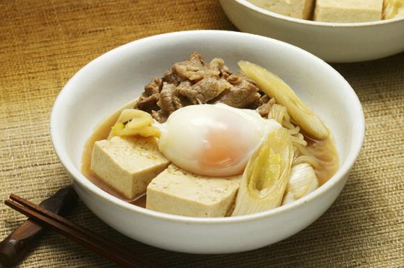 肉豆腐の温玉のせ