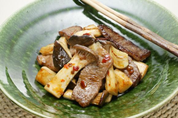 牛肉とエリンギのピリ辛炒め