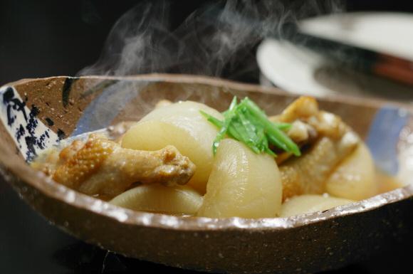 骨つき鶏と大根の煮物