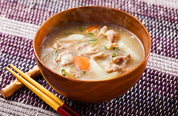 じゃがいもと玉ねぎの豚汁スープ