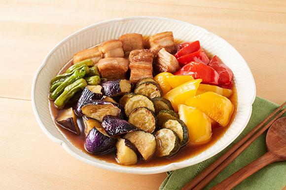 夏野菜と豚ばら肉の煮物