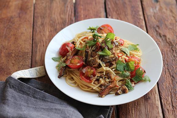 さんまとトマトの和風ペペロンチーニ