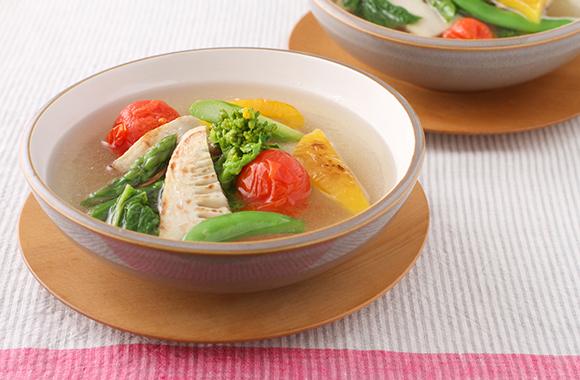 ごろごろ春野菜の白だしスープ