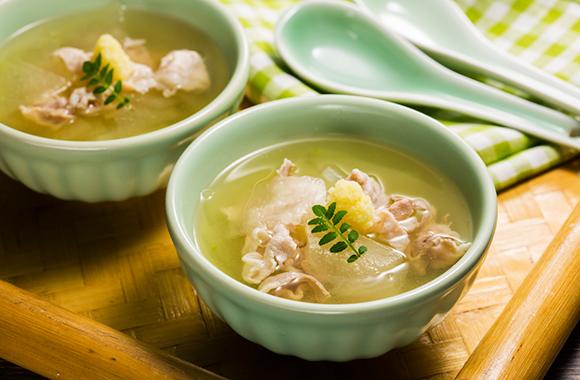 冬瓜と豚肉のしょうが風味白だしスープ