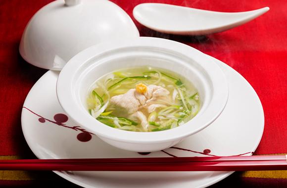 鶏ささみとオクラのねばねば白だしスープ