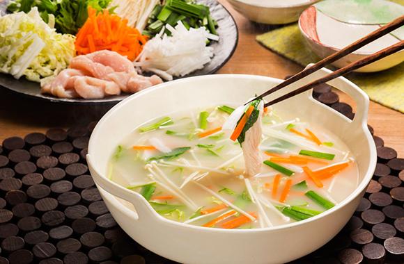 せん切り野菜の地鶏塩鍋