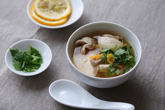 鶏と崩し豆腐の柚子風味スープ
