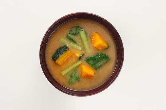 緑黄色野菜を味わう味噌汁
