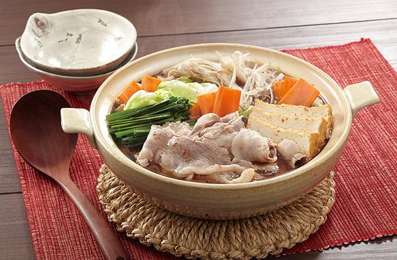 """""""豚肉もおいしく!""""もつ鍋つゆでアレンジ鍋"""