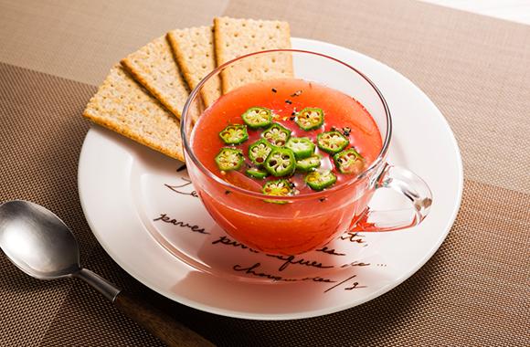 すりおろしトマトの冷製白だしスープ