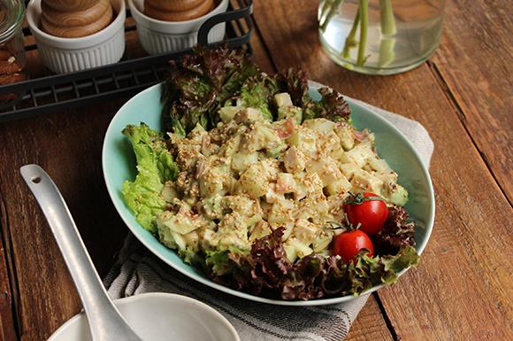 サラダチキンとアボカドのオニオンサラダ