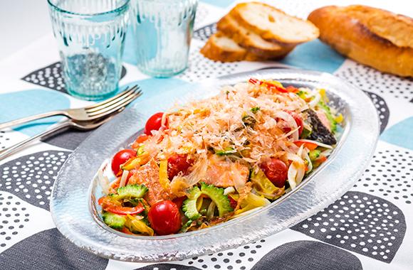 焼き鮭と夏野菜のたっぷりおかかマリネ