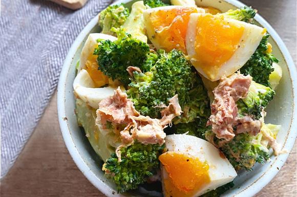 ブロッコリーとゆで卵のおかかたっぷりサラダ