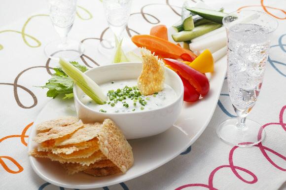 カリッとチーズとヨーグルトディップ+野菜スティック