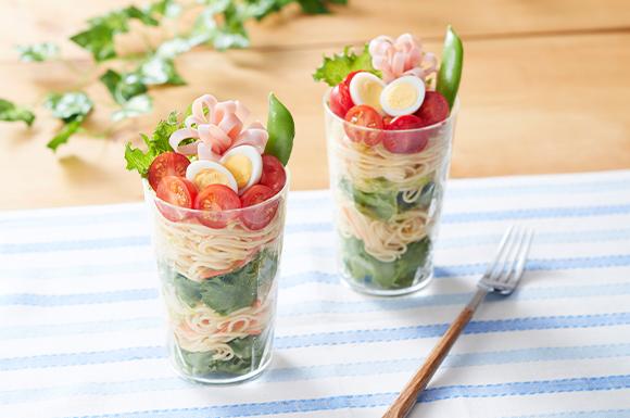 おうちランチ!春野菜のカップサラダ麺