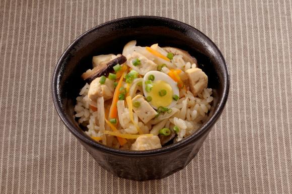 豆腐と根菜の五目釜飯