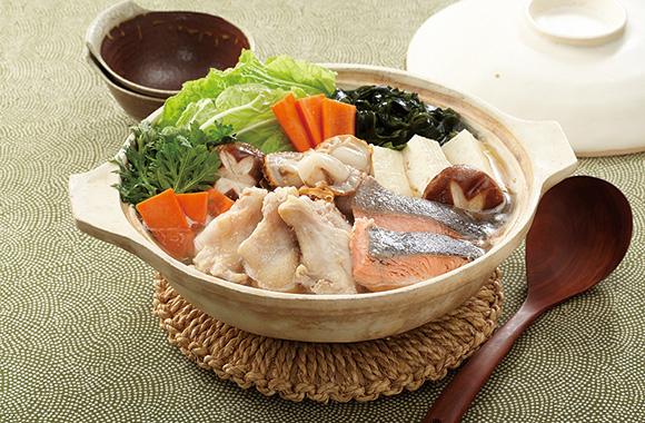 魚介と手羽元のだし香る彩り鍋