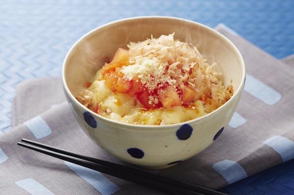 トマトとチーズのピリ辛おかかご飯