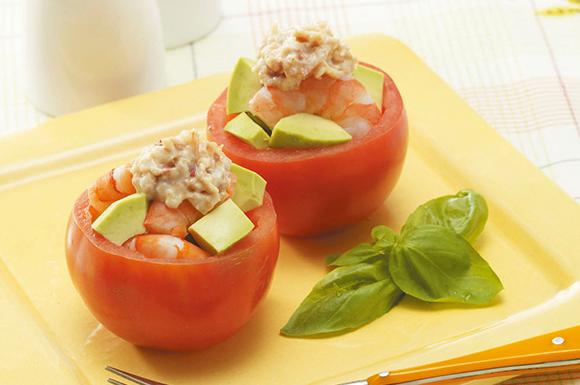 アボカドと海老のトマトカップサラダ